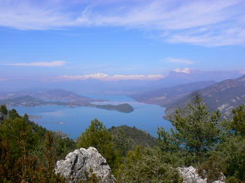 Monte Perdido range and Peña Montañesa over the Ainsa lake