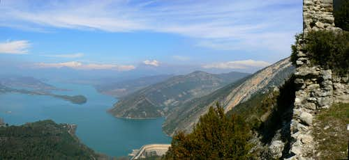 Monte Perdido, Peña Montañesa and Cotiella over the Ainsa lake