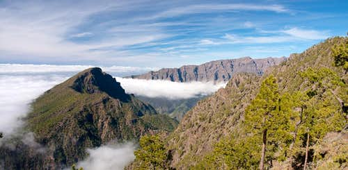 Pico Bejenado (1844m) in front of the western Caldera de Taburiente