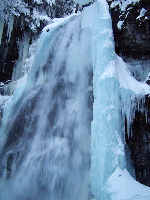 Union Creek Falls in Winter