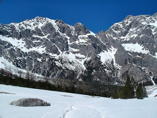 The wide, scree-covered upper part of the Wimbach valley, known as the