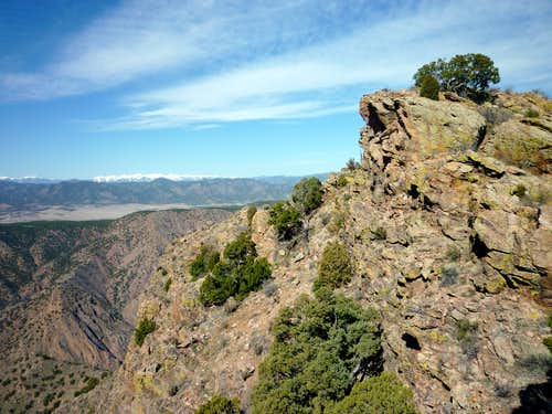 Outcrop on ridge over Royal Gorge