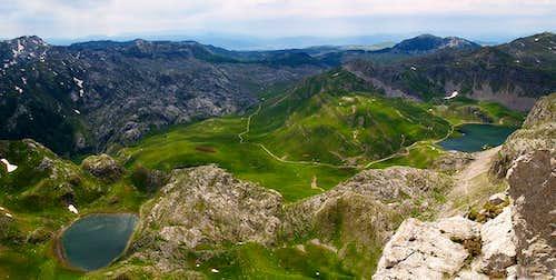Manito Jezero and Kapetanovo Jezero from Kapa Moračka