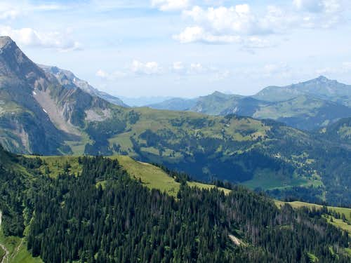 View from Stübleni (2109m) to the mountains of Gstaad and the Pays d'Enhaut