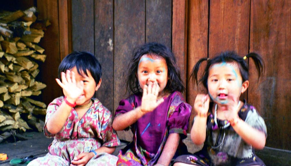 Girls in the Annapurna