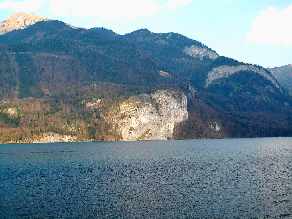View across the Wolfgangsee lake to the Drachenwand (