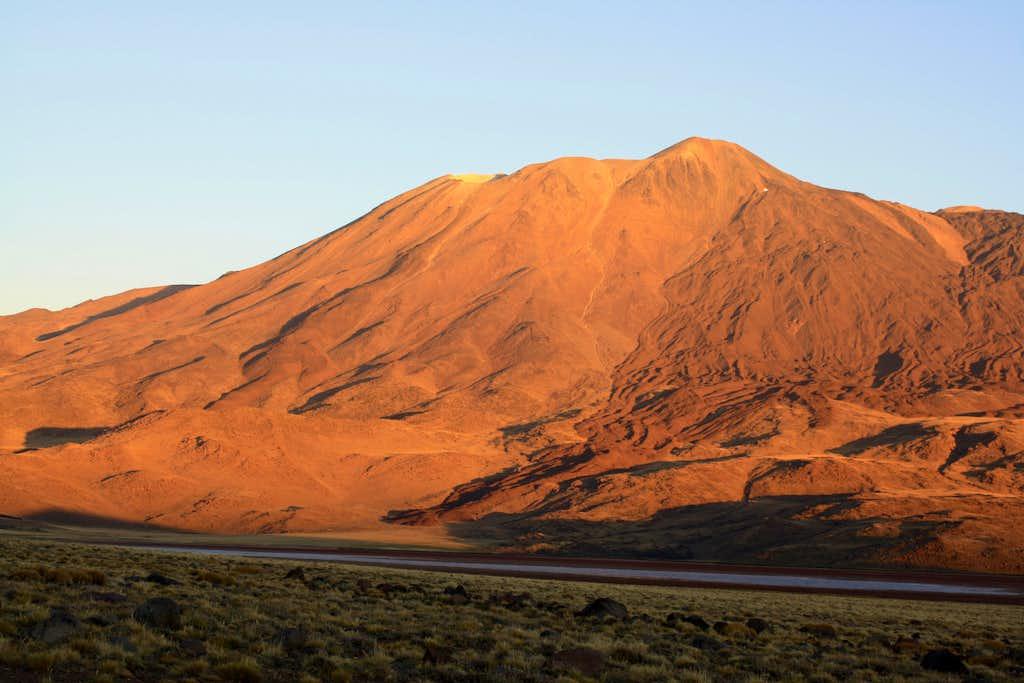 Volcan Tromen at sunset