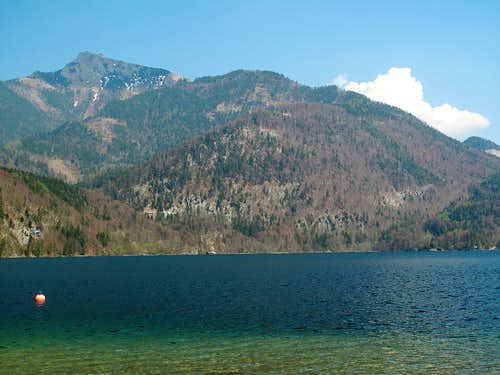 At the shore of the Wolfgangsee in St. Gilgen, with view to the Schafberg (1782m)