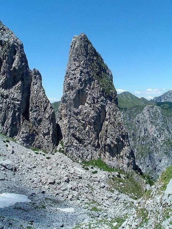 Gvozdeni vrh (Maja Hekurit)