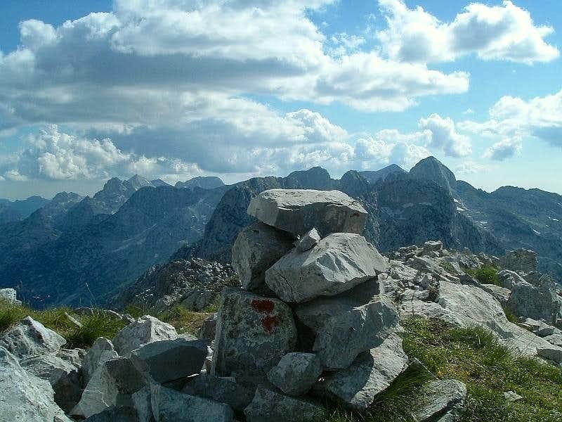 Veliki Karanfil summit cairn