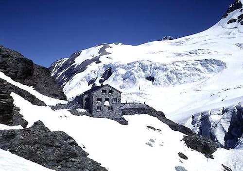Mutthornhütte from the west