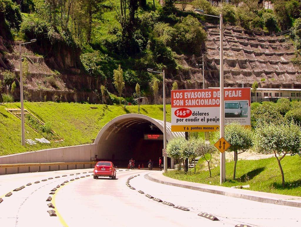 Tuneles Oswaldo Guayasamin.