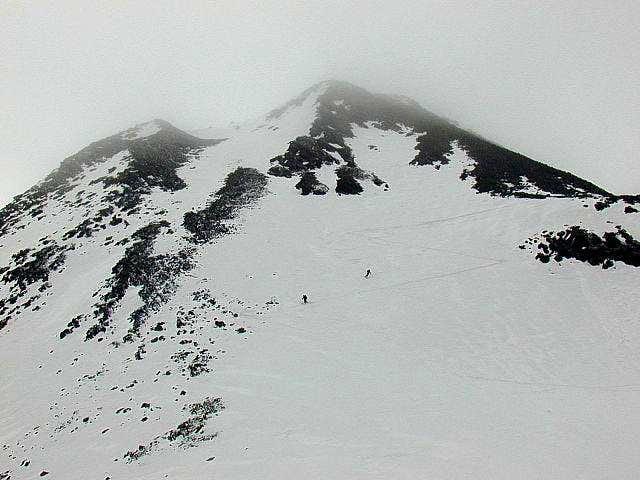 Skiing down on Tschadinsattel...