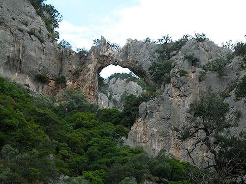 Rock window high above Baccu...