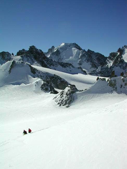 Ski touring on the Plateau de...