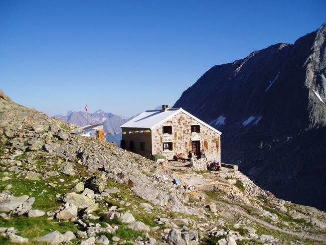 Oberaletschhütte from the old...