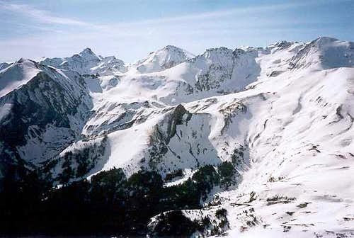 Looking to the Ariège main ridge from the Calabasse