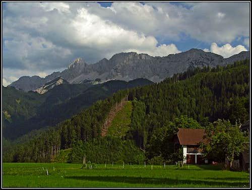 Ravna meadow with Kosutnikov Turn / Koschutnikturm