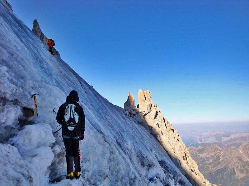 Blank ice above the bergschrund