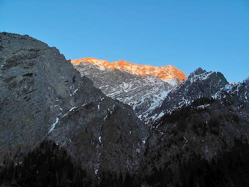 The west wall of the Watzmann in alpine glow (without zoom)