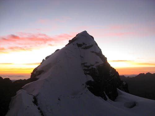 Pequeno Alpamayo Sunrise