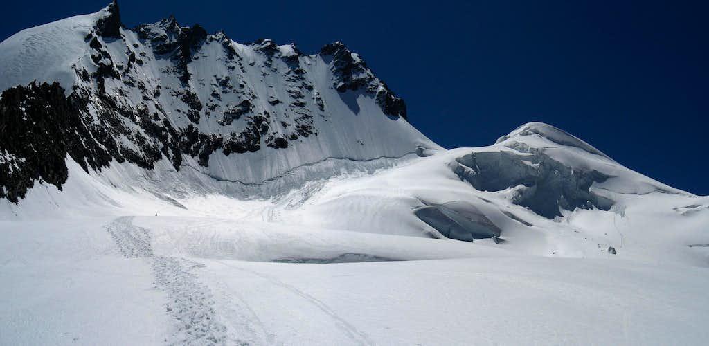Rimpfischhorn seen from Mellich glacier.