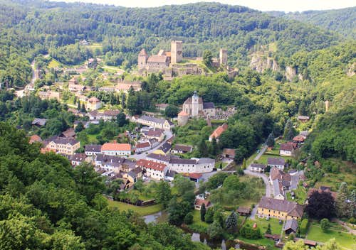 View the village of Hardegg