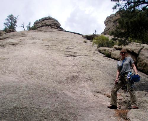 At the base of the slabby granite section