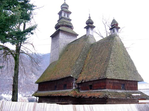 wooden church in Kolochava