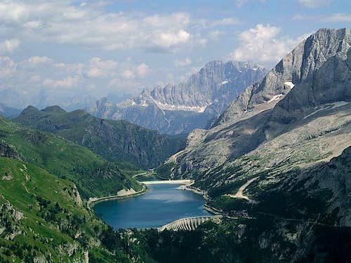 Approaching Col de Cuch. Lago...
