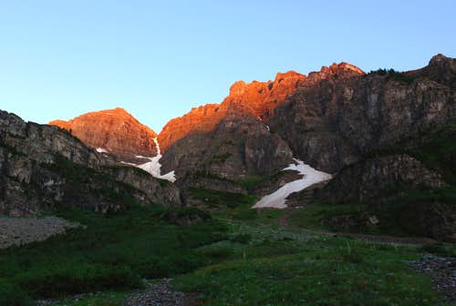 Sunrise on Maroon Peaks