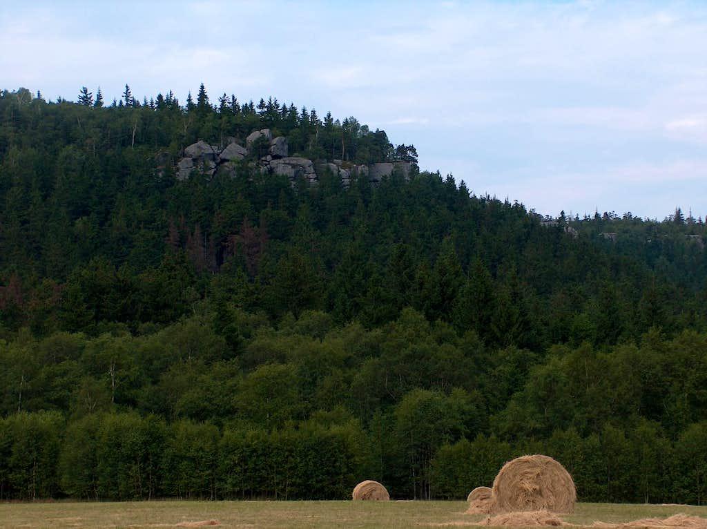 Lone rocks in Góry Stołowe seen from Karłów