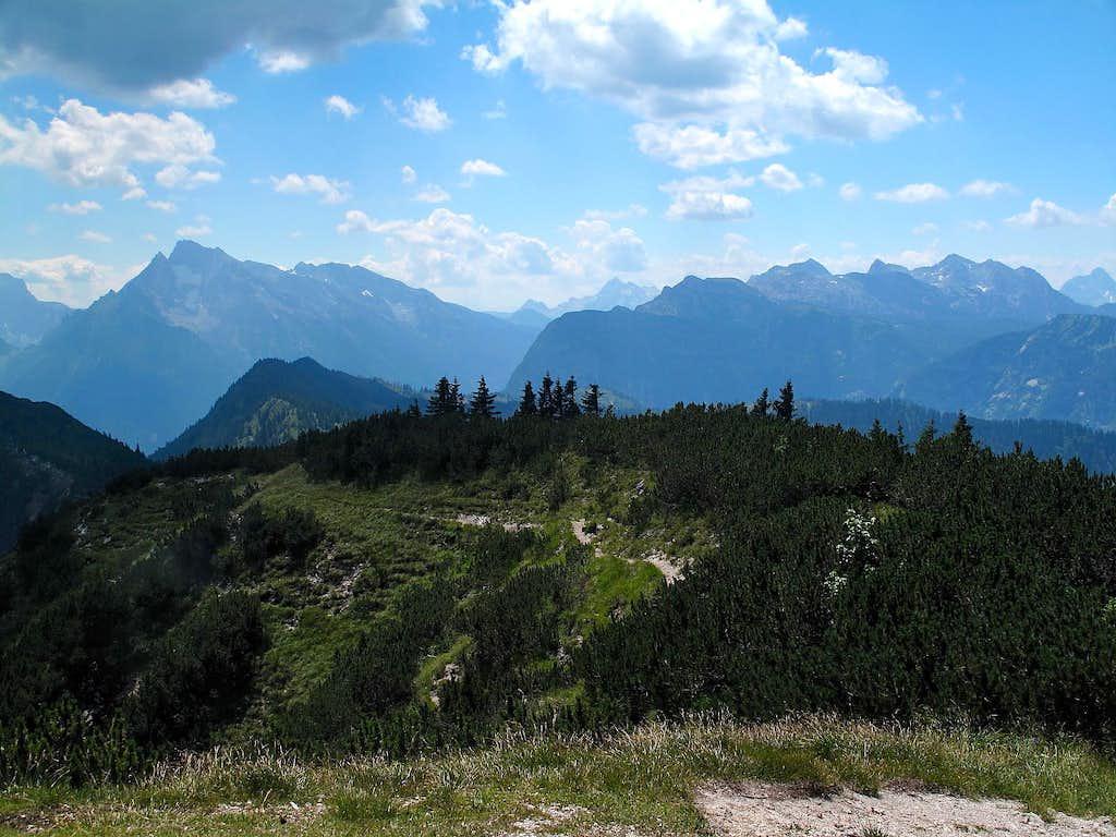 Hochkalter (2607m), Leoganger Steinberge and Reiteralpe, seen from the Karkopf