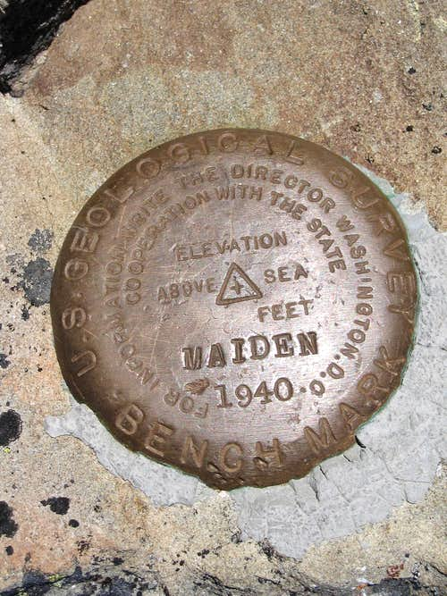 Maiden Peak Summit marker