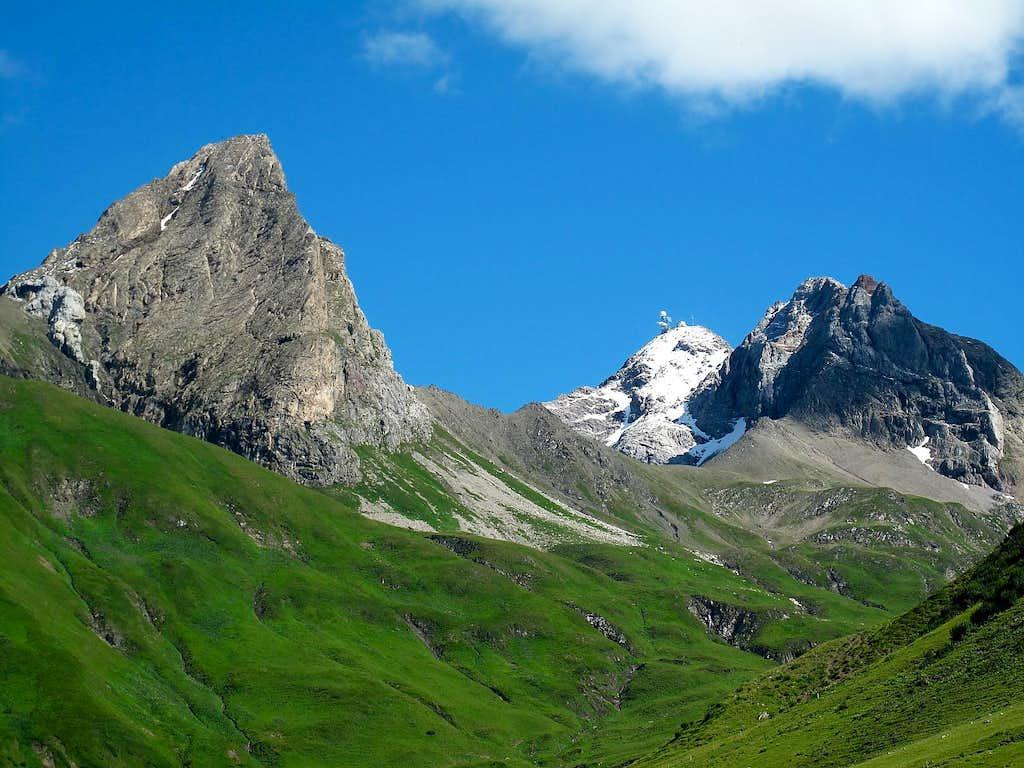 Roggspitze (2747m), Valluga (2808m) and Pazüelfernerspitze (2712m)