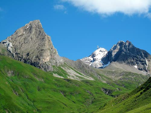 Roggspitze (2747m), Valluga (2808m) and Pazüelfernerspitze (2712m)