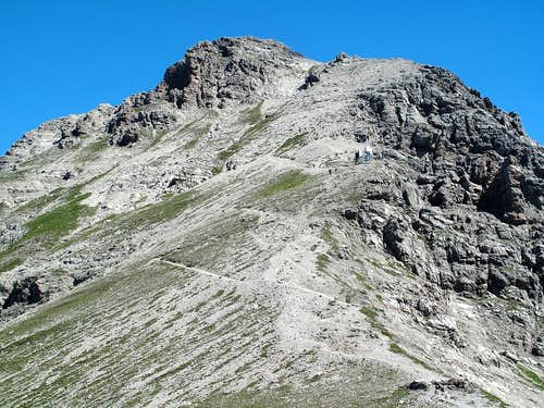 The trail to the summit of Mohnenfluh (2544m)