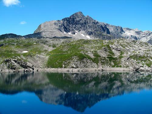 Lake Butzensee (2124m) and Braunarlspitze (2649m)