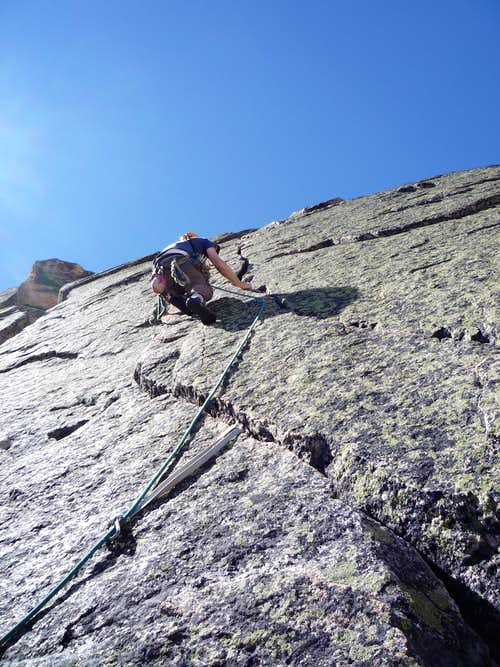 The parallel cracks of the 5th pitch