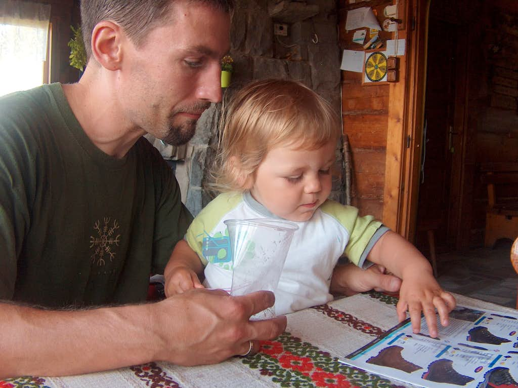 Choosing boots with Nicolas at the Maciejowa hut