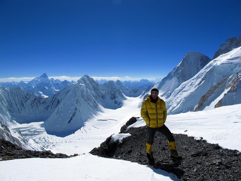 Alexey Bolotov strolls @ Camp 3 (7000m)