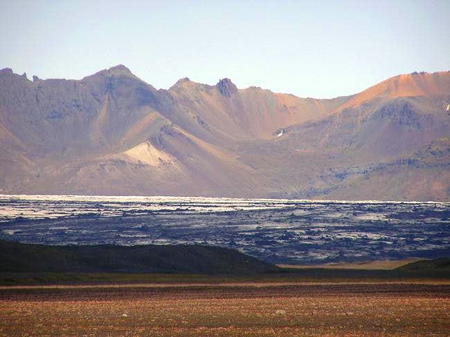 The peaks of Skaftafell over...