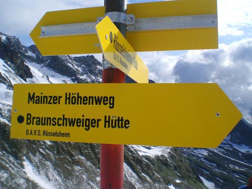 Sign at the Weissmaurachjoch