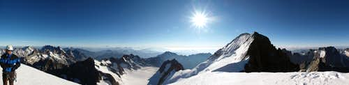 Dome de Neige des Ecrins summit panorama