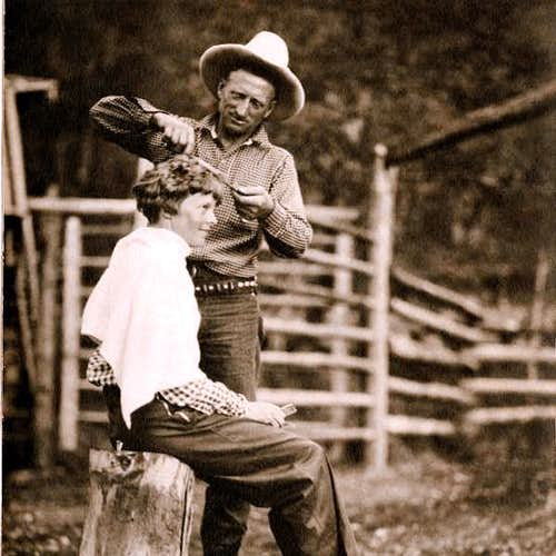 Carl Dunrud giving Amelia Earhart a haircut, 1934