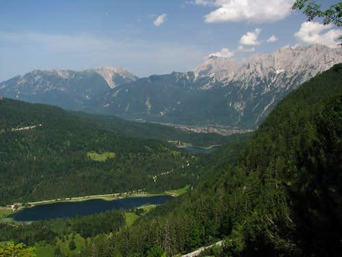 Ascending Obere Wettersteinspitze