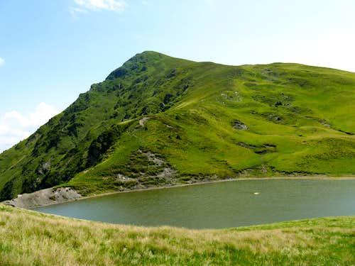 Mihailecu summit  and Vinderel lake