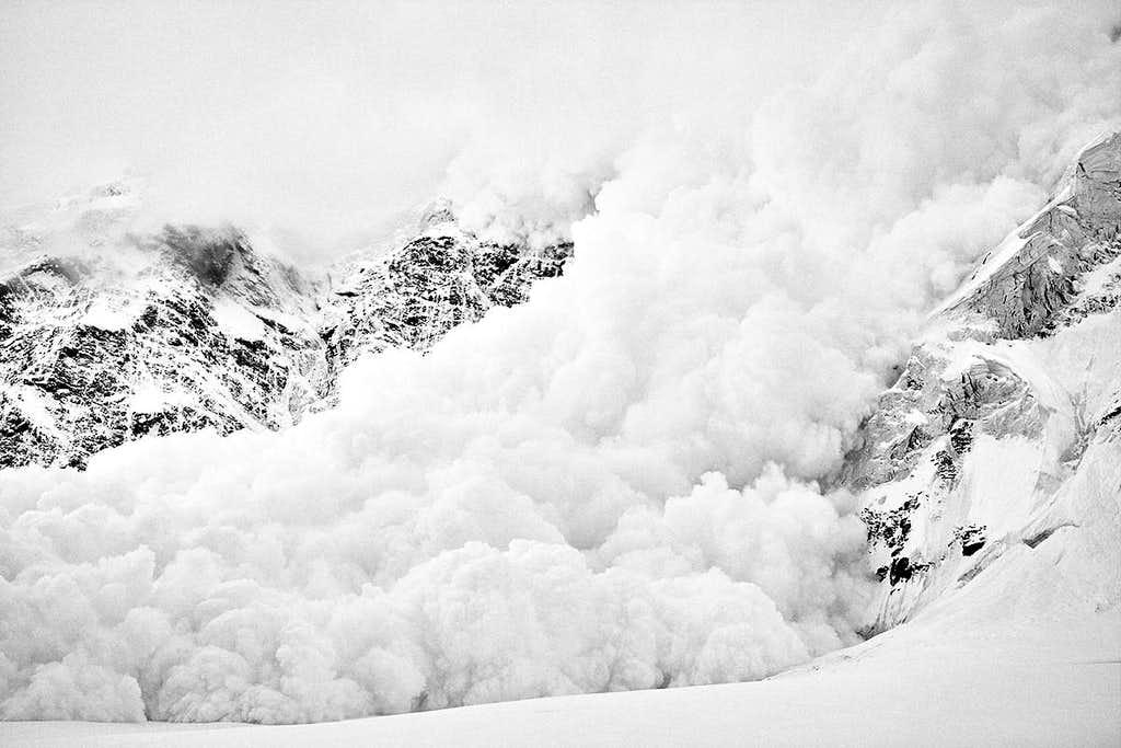 Avalanche off Pik Pobeda 7439m