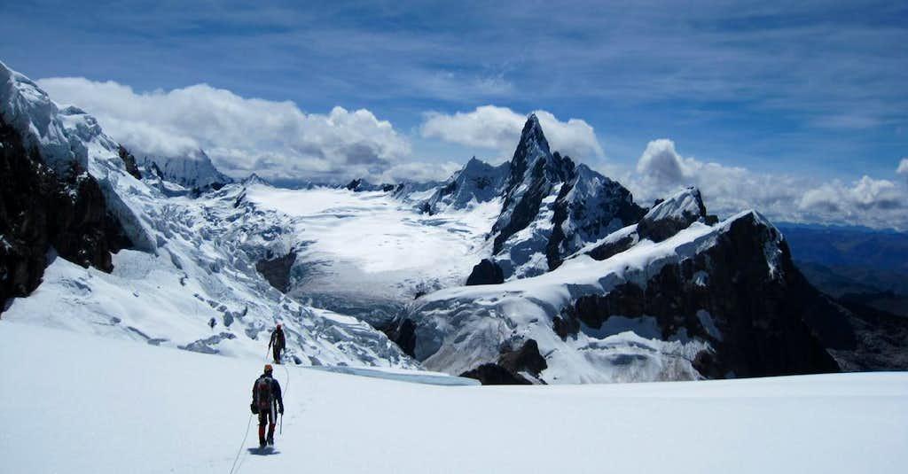 Cayesh_Below_ESJ_Glacier
