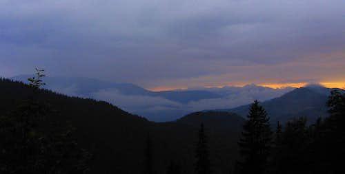 Sunset on Tămăşel and Iezer mountains.